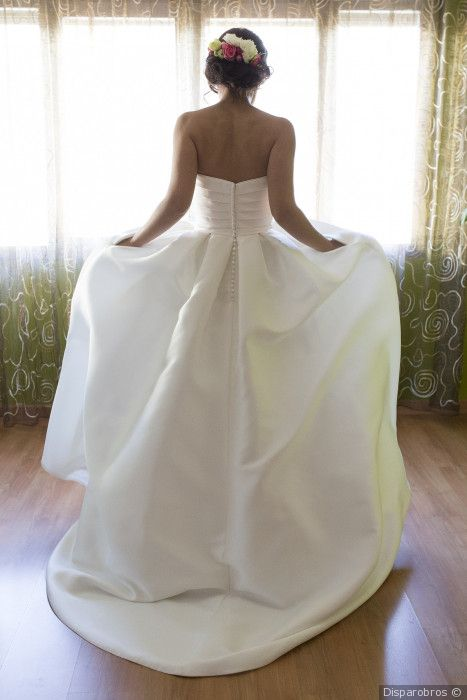 espalda de un vestido de novia rosa clará | vestidos de novia 2018