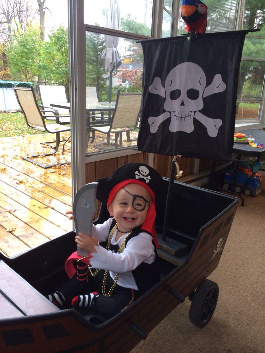 DIY toddler pirate costume & pirate ship wagon #diypiratecostumeforkids