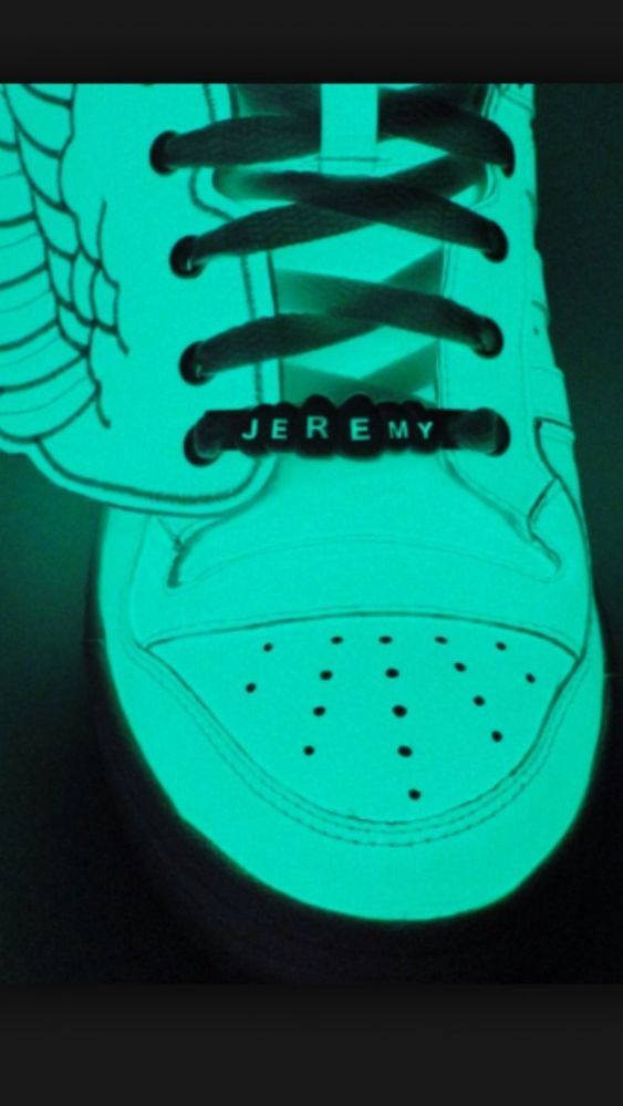 Adidas Jeremy Scott Wings Reflective Glow In The Dark 100 Authentic Mens Size11 Adidas Fa Sneakers Fashion Adidas Fashion Sneakers Adidas Jeremy Scott Wings