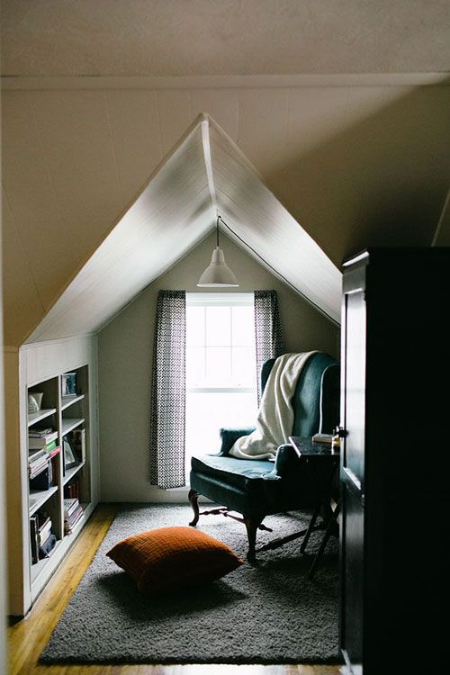 Reading Space Oh I Love It So Cozy Home Small Spaces Attic Bedrooms