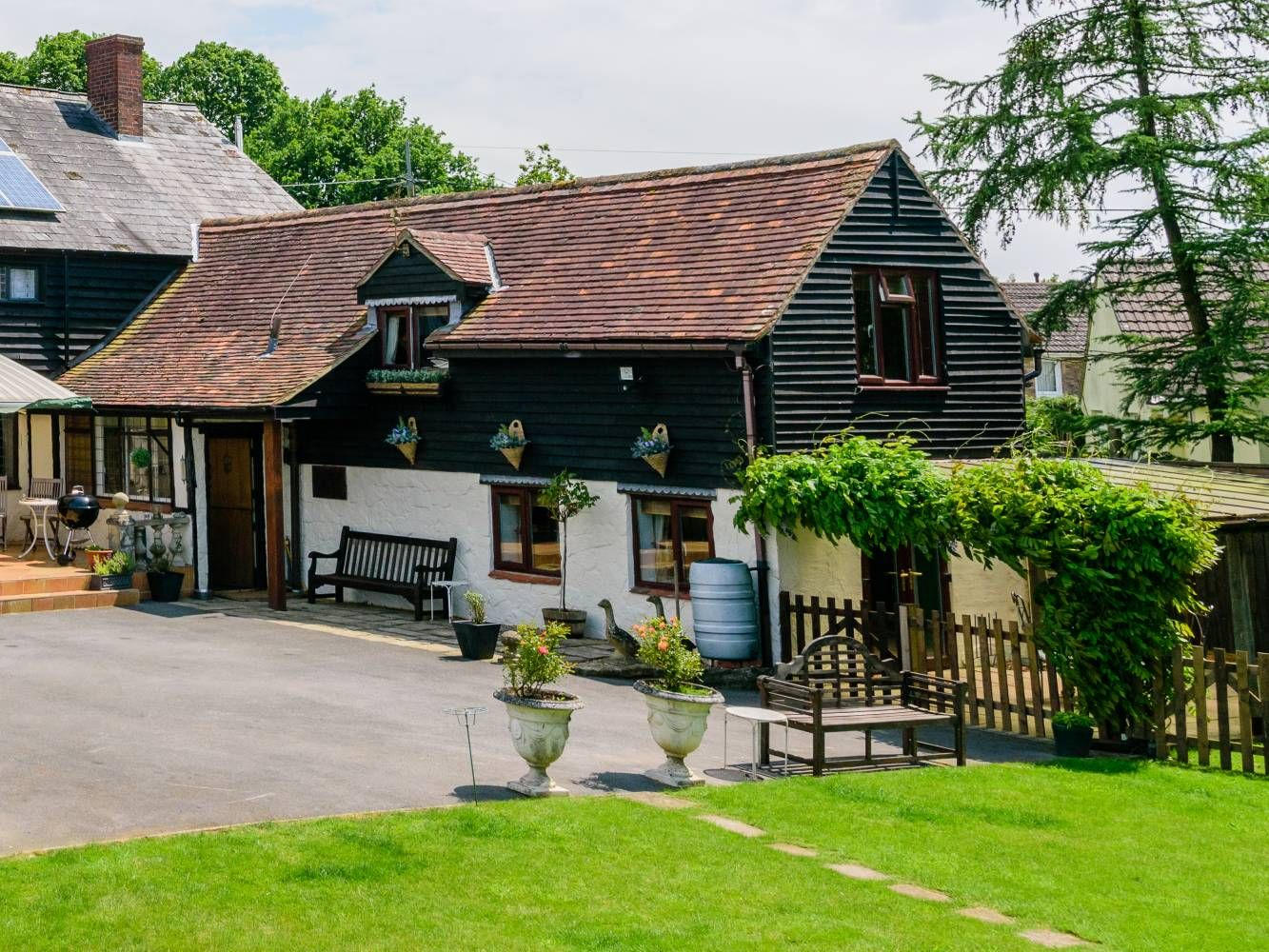 Old Causeway Bakery Cottage & The Stables Loft, Hazelbury