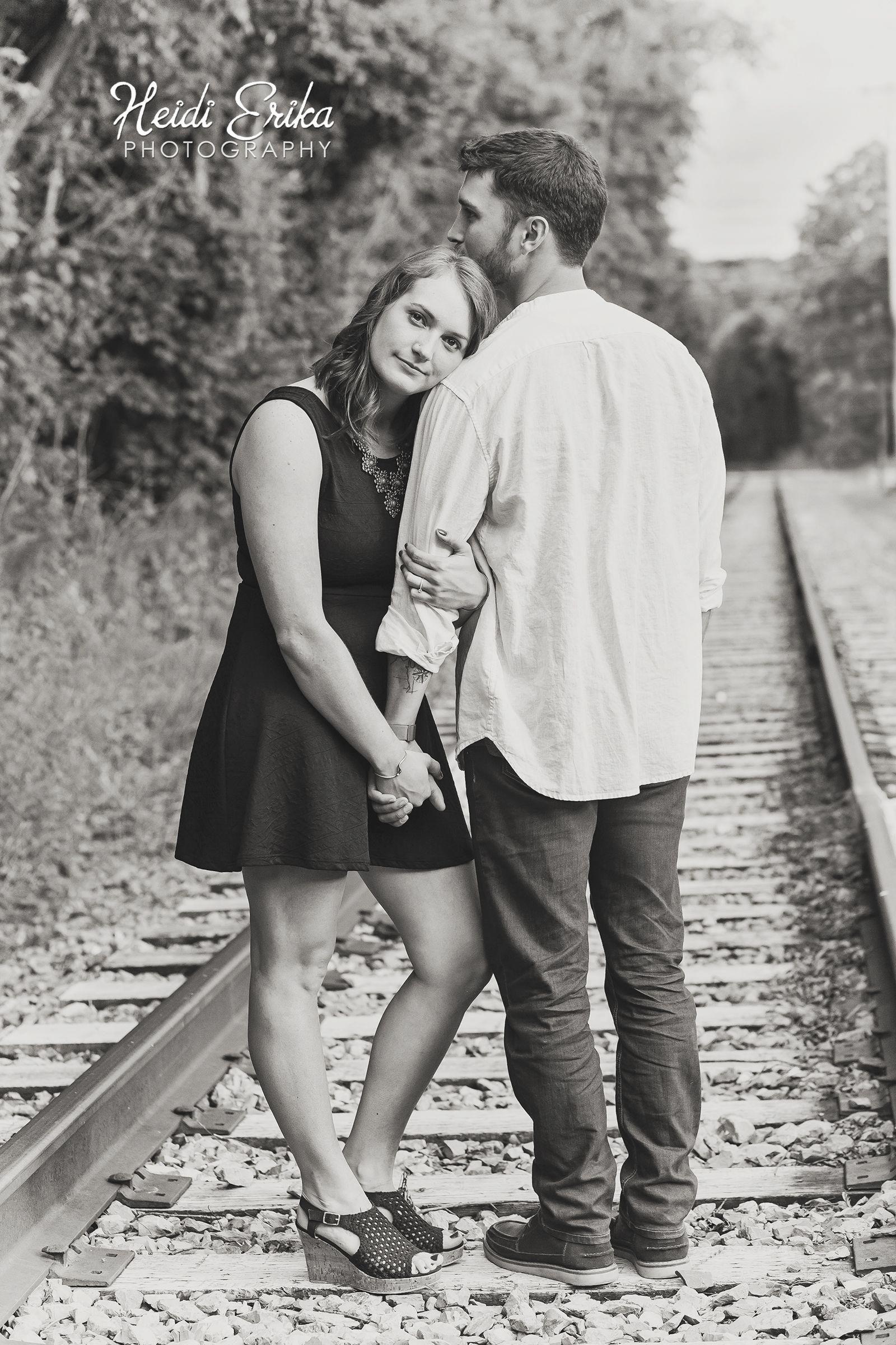 неё правильные позиции для фото пары в поезде этот сорт