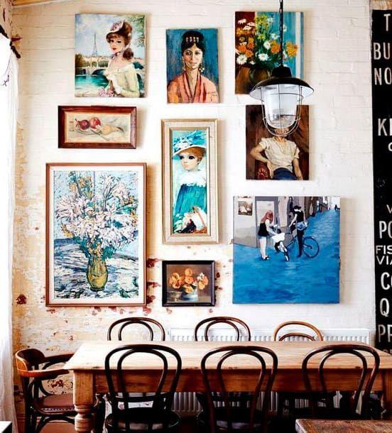 HASTA LOS TOPES ¡Nada de paredes desnudas! Los cuadros (diferentes ...