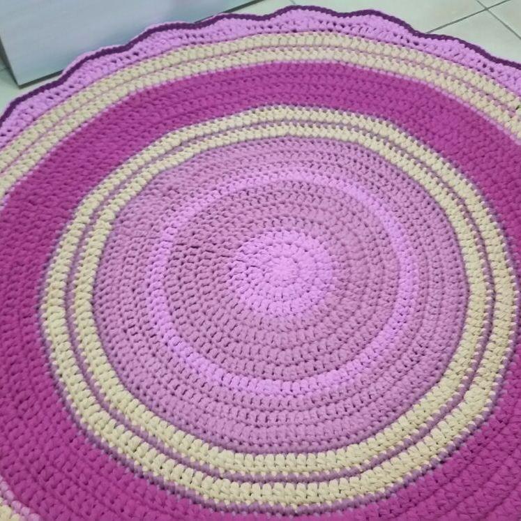 Bello tapete de centro con colores suaves