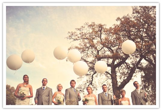 Balloon Wedding Party Pic ~ making balloons chic!