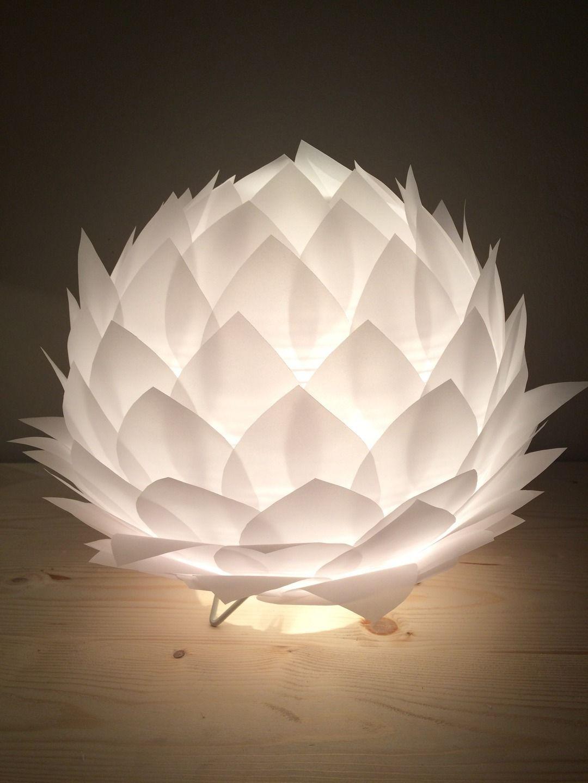 lampe de table veilleuse fleur de lotus en papier calque luminaires par tiffany malone. Black Bedroom Furniture Sets. Home Design Ideas