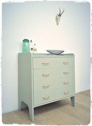 Commode Vintage Monochrome Blue Gray