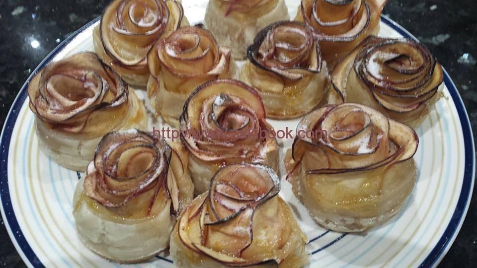 فطائر وردات التفاح الشهية زاكي Desserts Food Breakfast