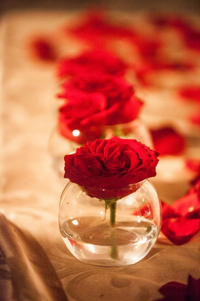 Gift table decoration, red roses in vase with rose petals