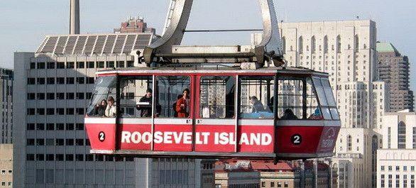 Prenez de la hauteur et embarquez pour une traversée originale à 76 mètres au dessus l'East River et des vues époustouflantes de Manhattan.