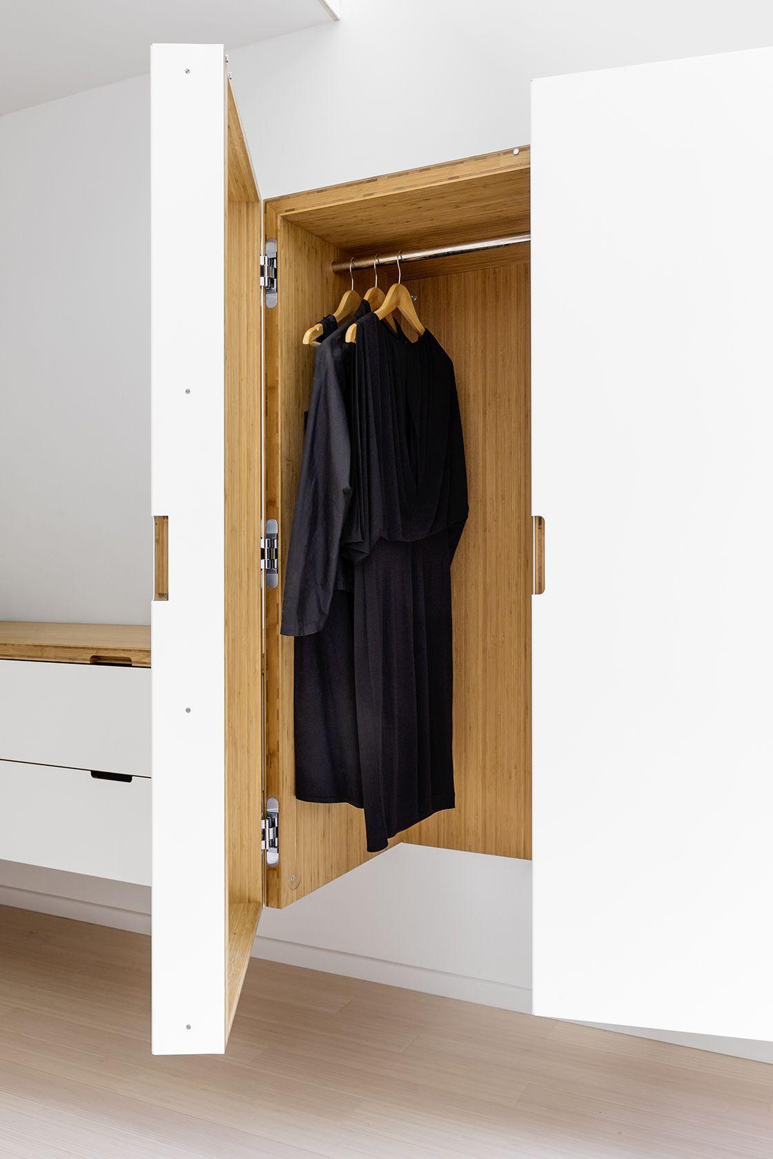 dressing bois et acier en prolongement de l'escalier avec large