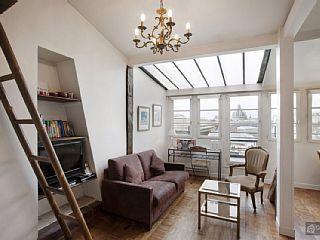 Charming Apartment With Balcony And Views Over Paris Paris