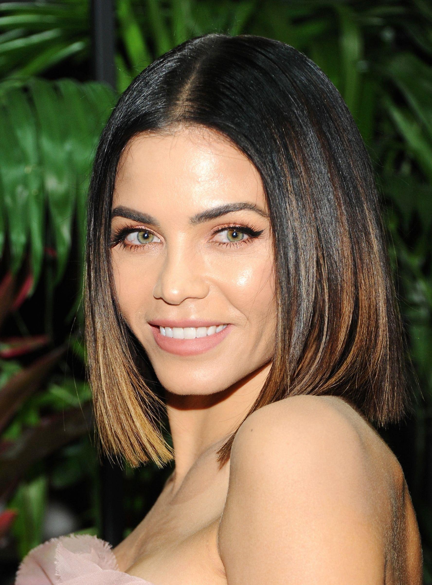 Schöne Natürliche Frisuren Auf Lange Haare Natürliche Frisuren