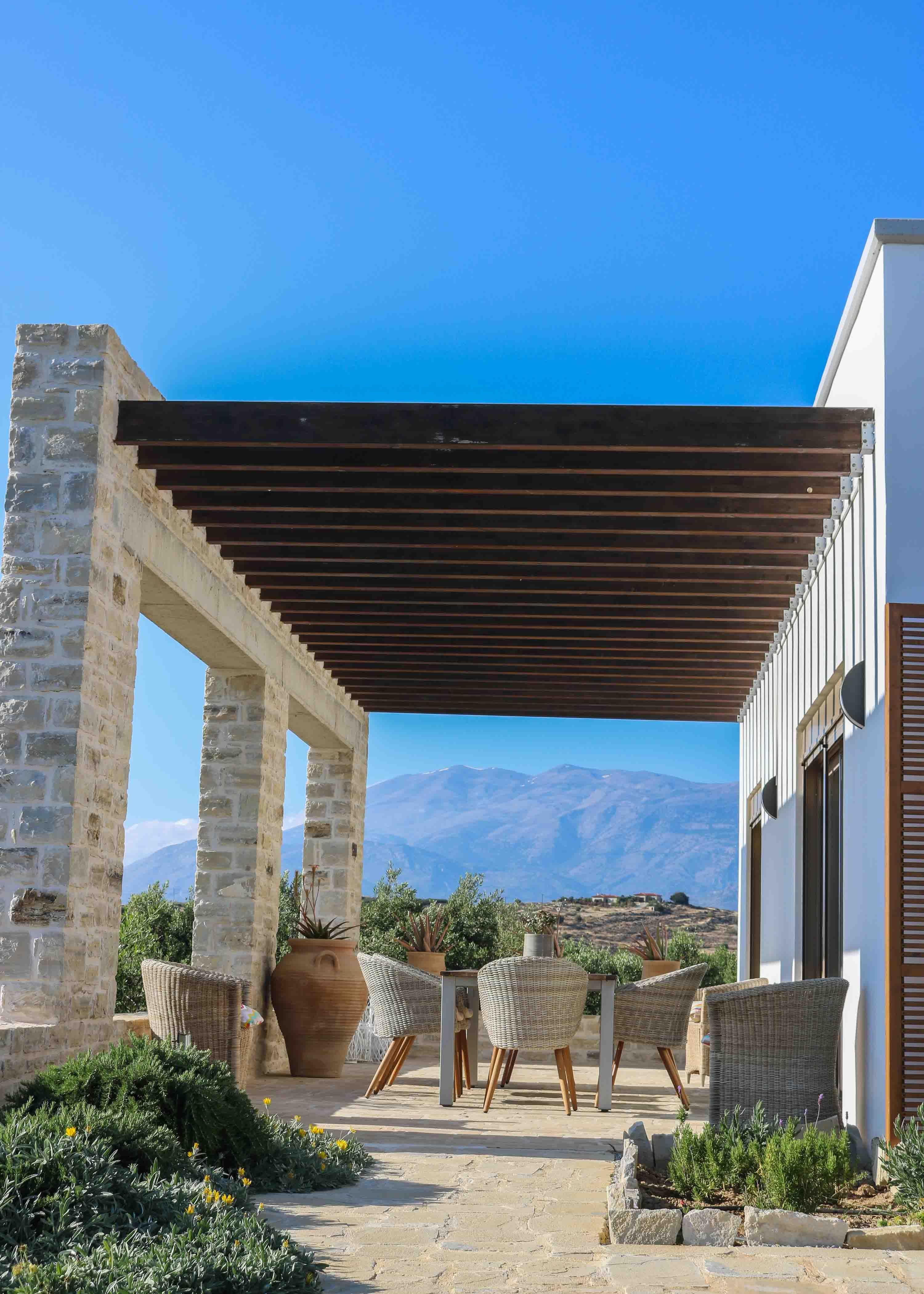 Eine Traumhafte Aussicht Auf Das Meer Und Die Berge Die Villa Psili An Der Sudkuste Von Kreta Is Ferienhaus Kreta Ferienhaus Griechenland Ferienwohnung Kreta
