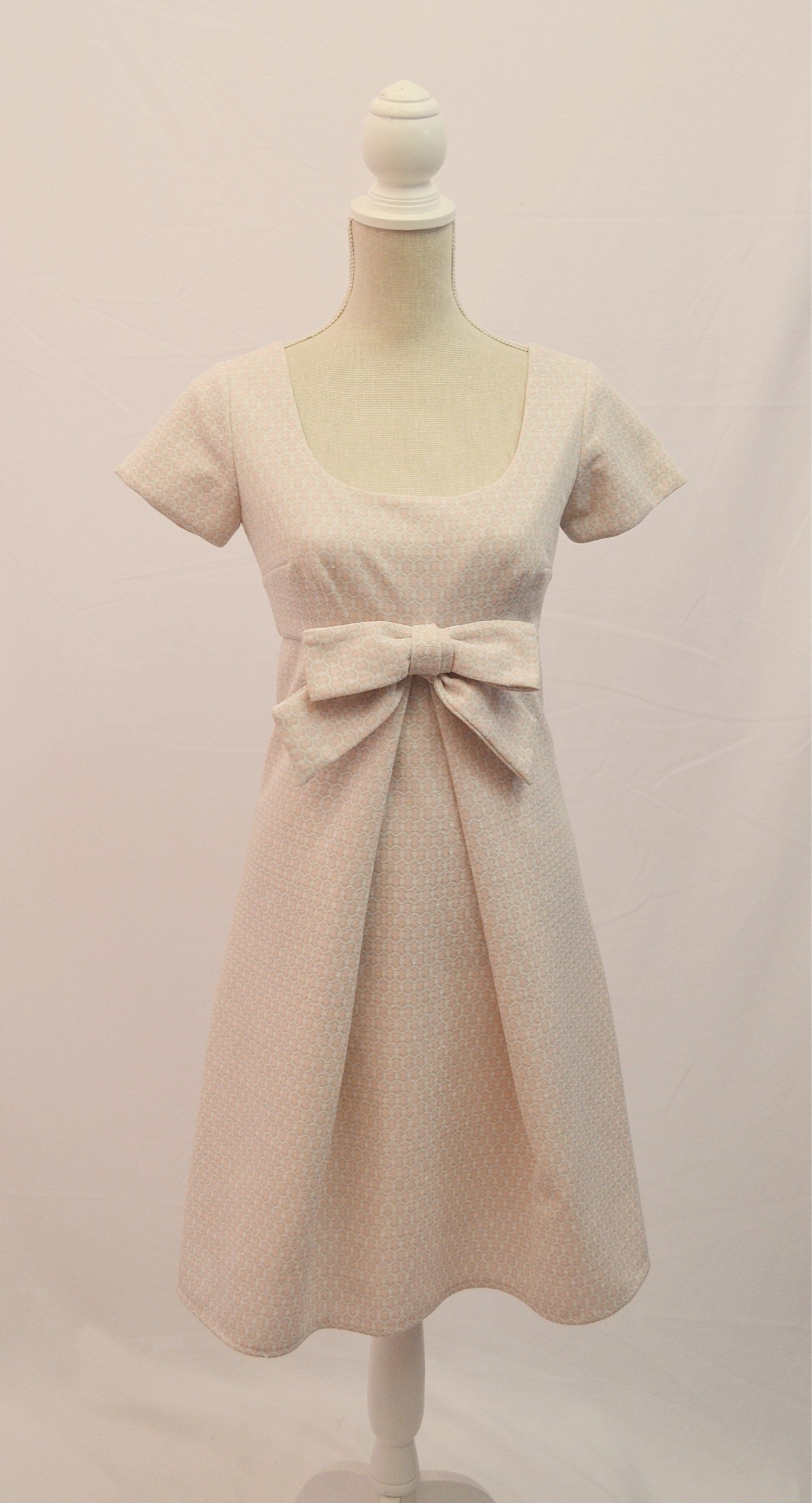 1960s Baby Pink And Silver Shift Dress With Large Bow On Bust Etsy Dresses 1960s Shift Dress Shift Dress [ 3000 x 1621 Pixel ]