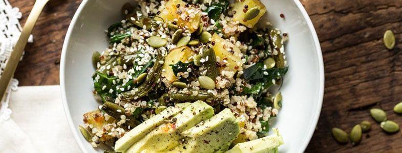 Découvrez notre recette végétarienne  Salade chaude d'automne au quinoa  parmi toutes nos recettes végétariennes simples et savoureuses pour la semaine. #saladeautomne