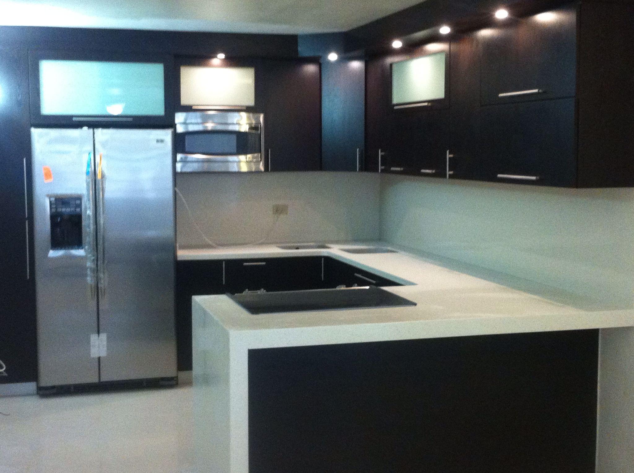 Gabinetes pvc superficie s lida corian gabinetes cocina for Gabinetes modernos