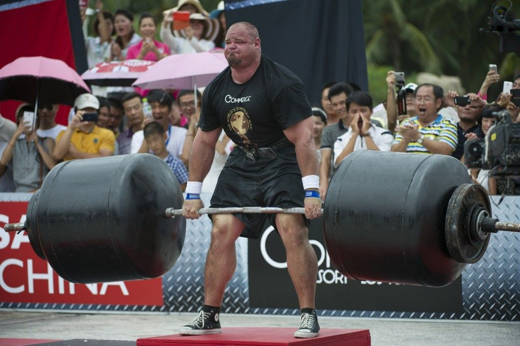 Watch The World S Strongest Man Lift 975 Pounds World S Strongest Man Brian Shaw Strongman