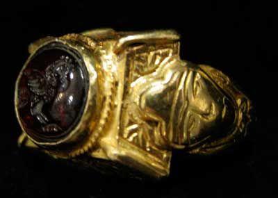67db64e78f5d Otomano anillo de oro que ofrecía un sello Granate Representando un pájaro