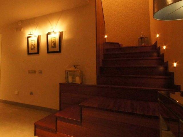 Escalera forrada de madera Decoración Alado Escaleras y