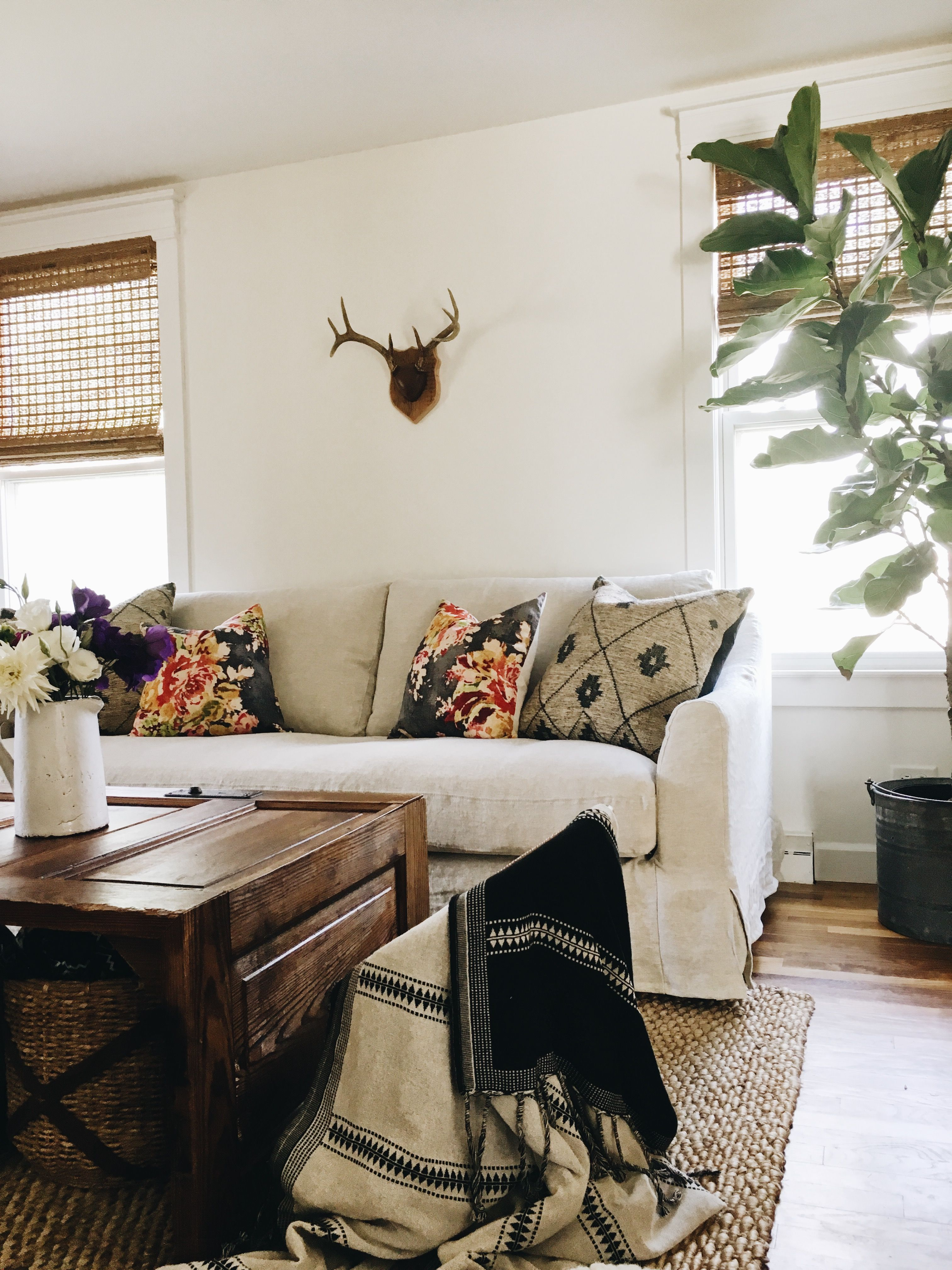 Rustic shabby chic vibes | The White Farmhouse blog updated her ...