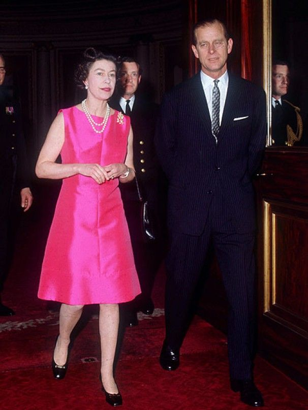 Queen Elizabeth favors her younger sister Margaret in this ...