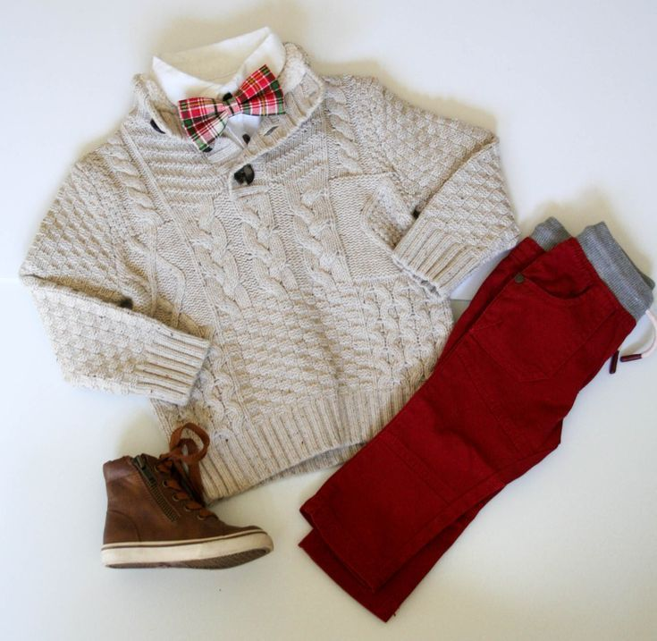 Love these pants and sweater combination for holiday cards
