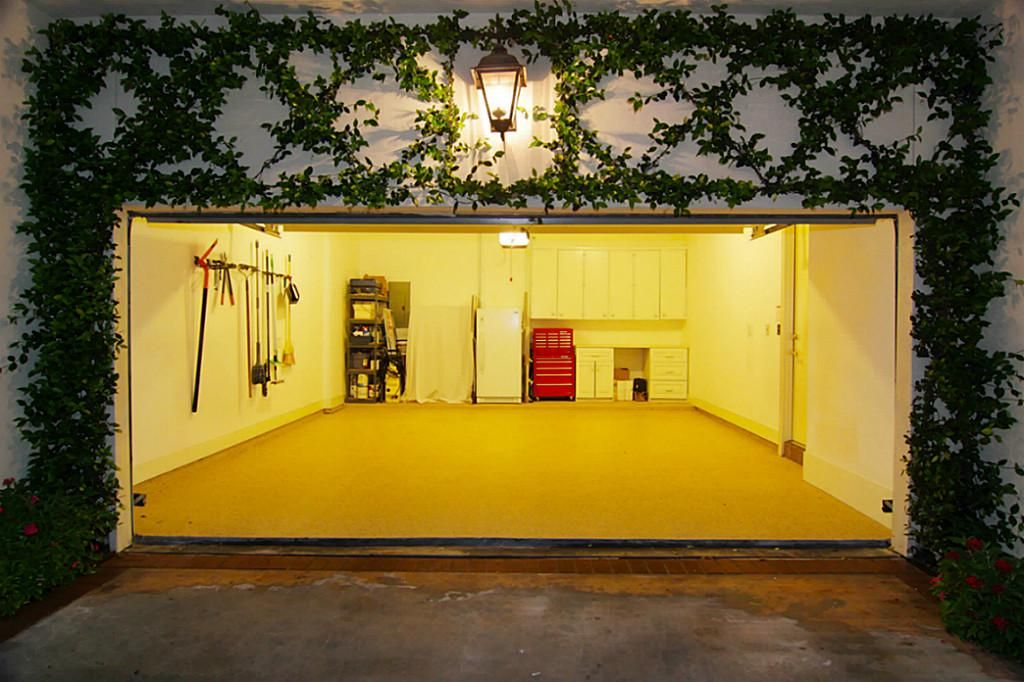 Garage With Trellis Covered Walls Garage Door Jasmine Vines Are Trained To Trellis Over The Garage With Images House Styles Luxury Real Estate Houston Real Estate