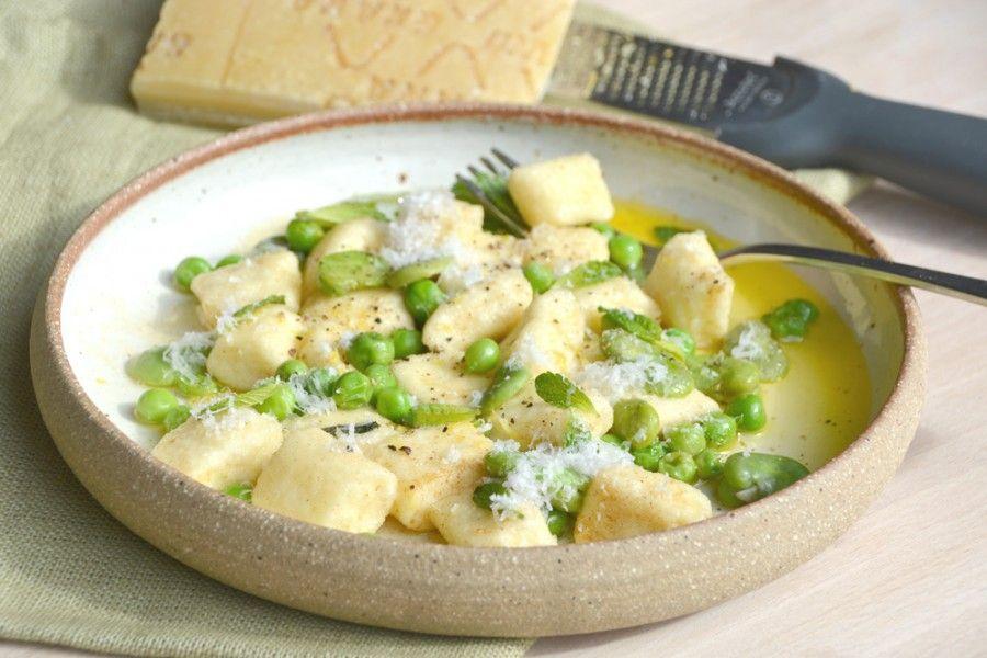 Gnocchi di ricotta di Fabrizia con piselli, fave e menta (Fabrizia's ricotta gnocchi with peas, broad beans and mint)