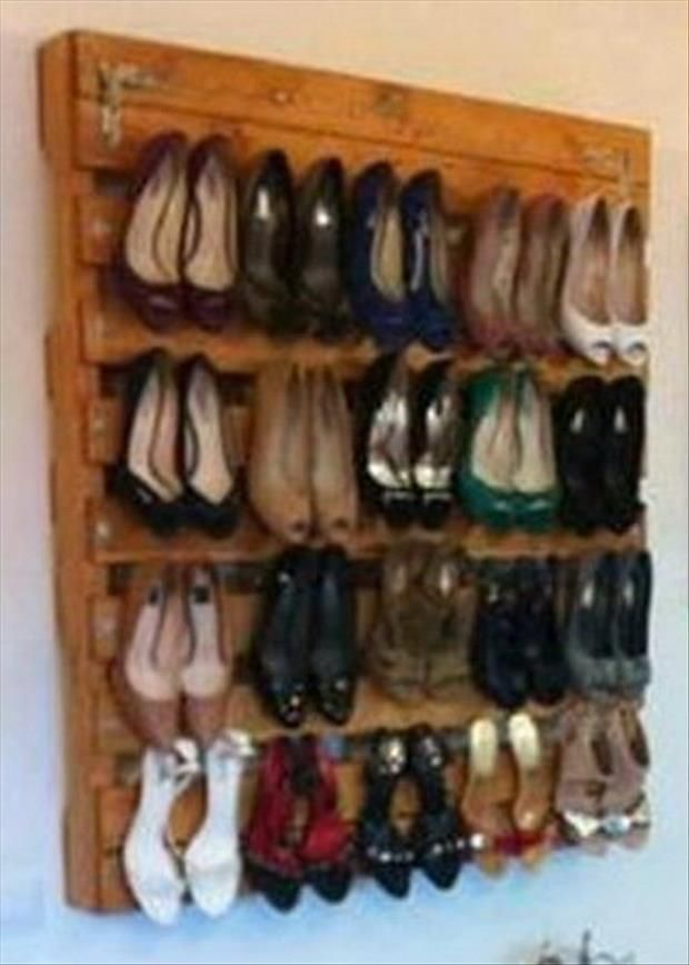 Amazing Uses For Old Pallets – 30 Pics Wall pallet for heels