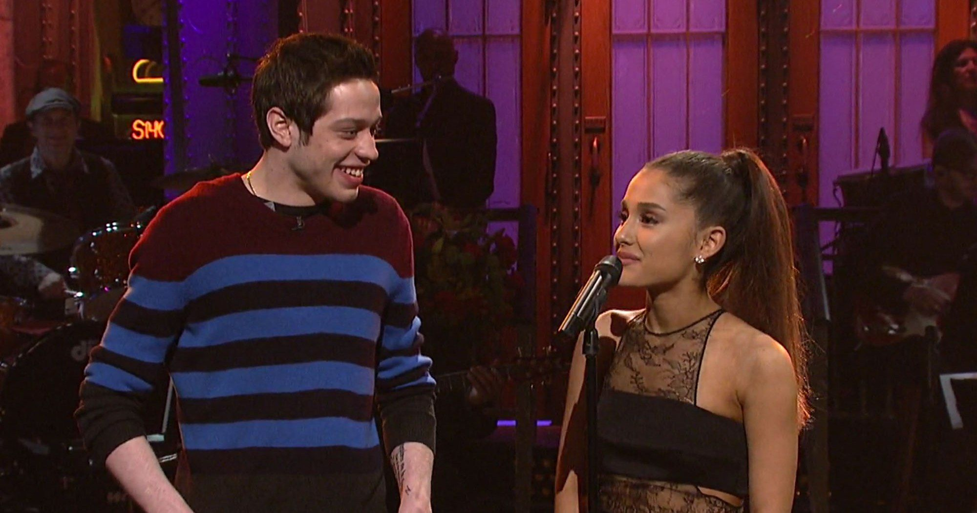 Ariana Grande And Pete Davidson Are Seeing Each Other It S Very