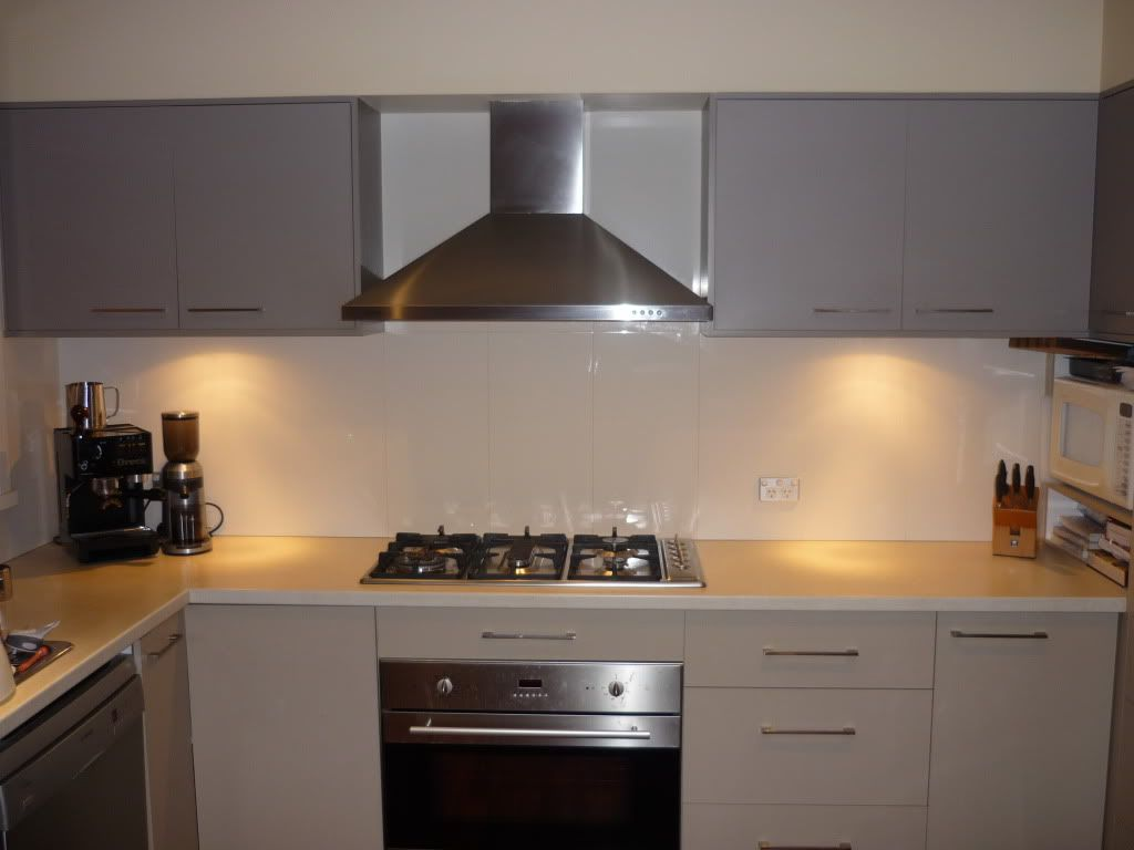 600x300 Off White Tiles As Splashback. Kitchen Splashback ...