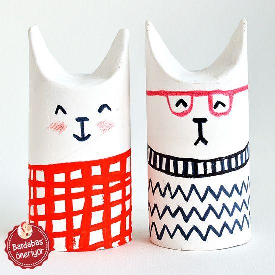 Tuvalet kağıtları bitince içindeki karton ruloların çocuk aktiviteleri için ideal bir malzeme olduğunu biliyoruz. Peki çocuğunuza bu rulolardan küçük karakterler yaratmasını istemeye ne dersiniz? Rulo yüksekliğinde bir kağıdı önceden boyayıp sonra yapıştırabileceğiniz gibi, ruloyu önce kağıtla kaplayıp sonra boyamaya geçilebilir.