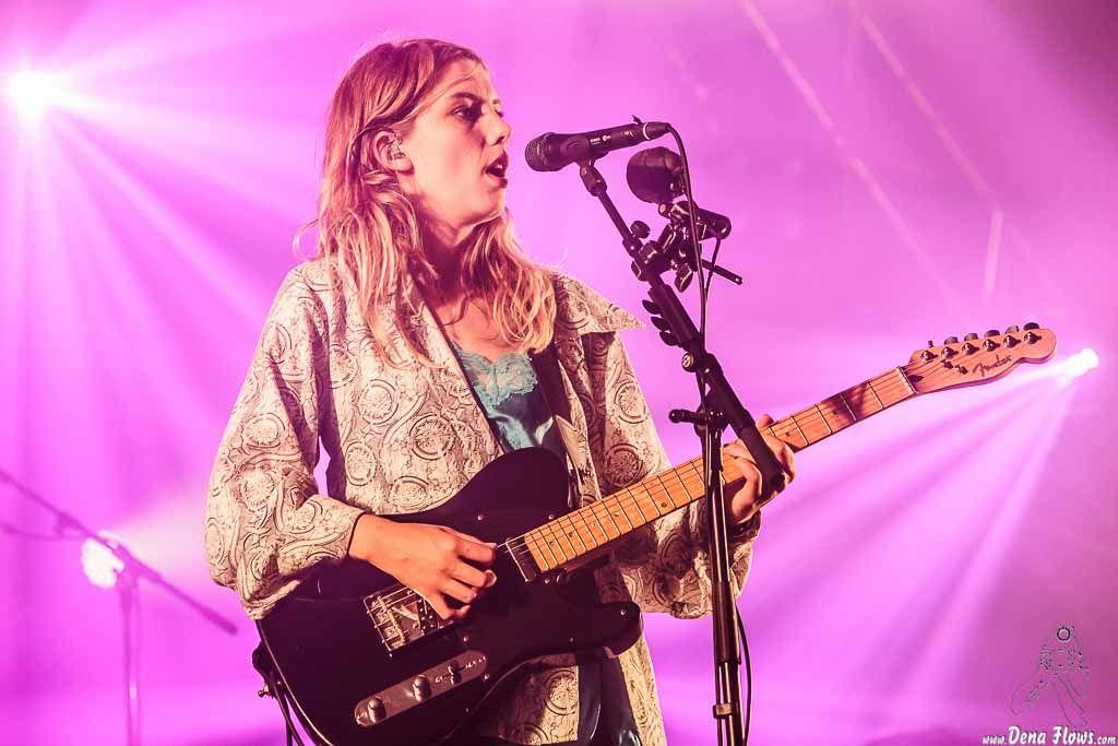 Ellie Rowsell, cantante y guitarrista de Wolf Alice, Bilbao BBK Live 2016, Kobetamendi, Bilbao, 9/VII/2016. Foto por Dena Flows  http://denaflows.com/galerias-de-fotos-de-conciertos/w/wolf-alice/