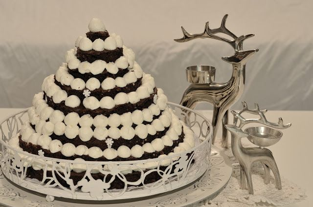 snowy brownie tree cake