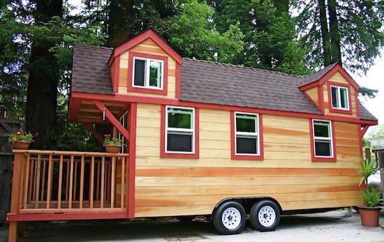 Opklapbare veranda tiny house (hekjes los te verwijderen). Zou ook vast moeten kunnen langs de lange kant. Met opklapbaar dakje? Zodat het op echte veranda lijkt.