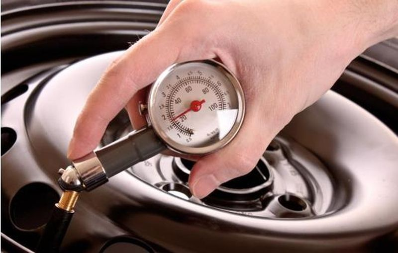 6 Tips On Putting Air Into The Tires Without Gauge Car Care Tips Air How To Save Gas