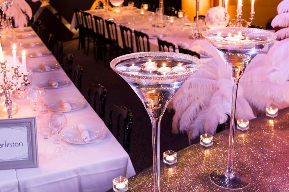 D coration de table vases martini paillet s et bougies - Decoration de vase pour mariage ...