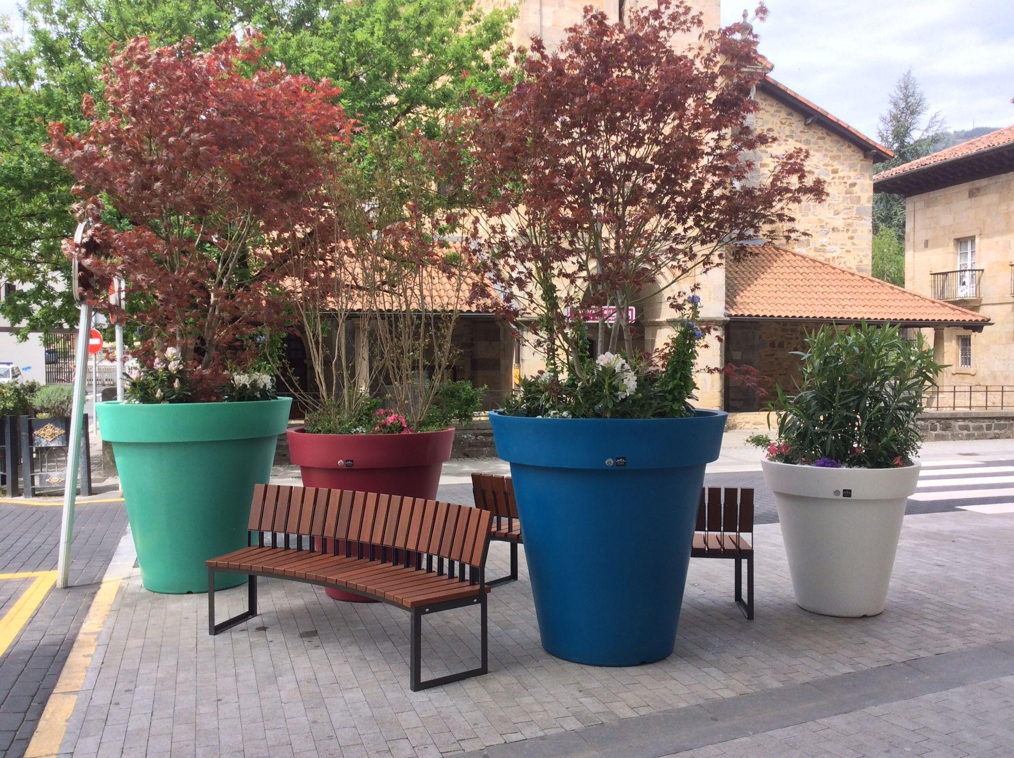 Macetas gigantes de colores grandes maceteros jardineras - Maceteros plasticos grandes ...
