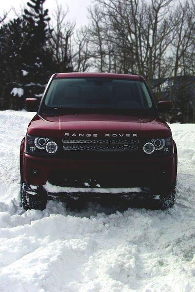 Burgundy red range rover car. De este color amor, por fa! @Ian Sam Alvarez-Tostado