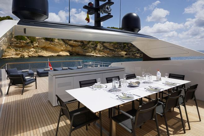 KETTAL San Lorenzo Yacht SL 118 - Amegalia Shipyards (Italy) Chairs and armchairs from the PARK LIFE collection, designed by Jasper Morrison