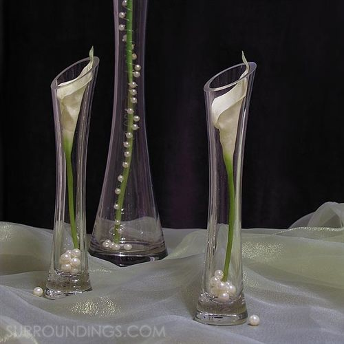 Mini calla lily bouquet come in bundles of 8. Each flower is 6' long.