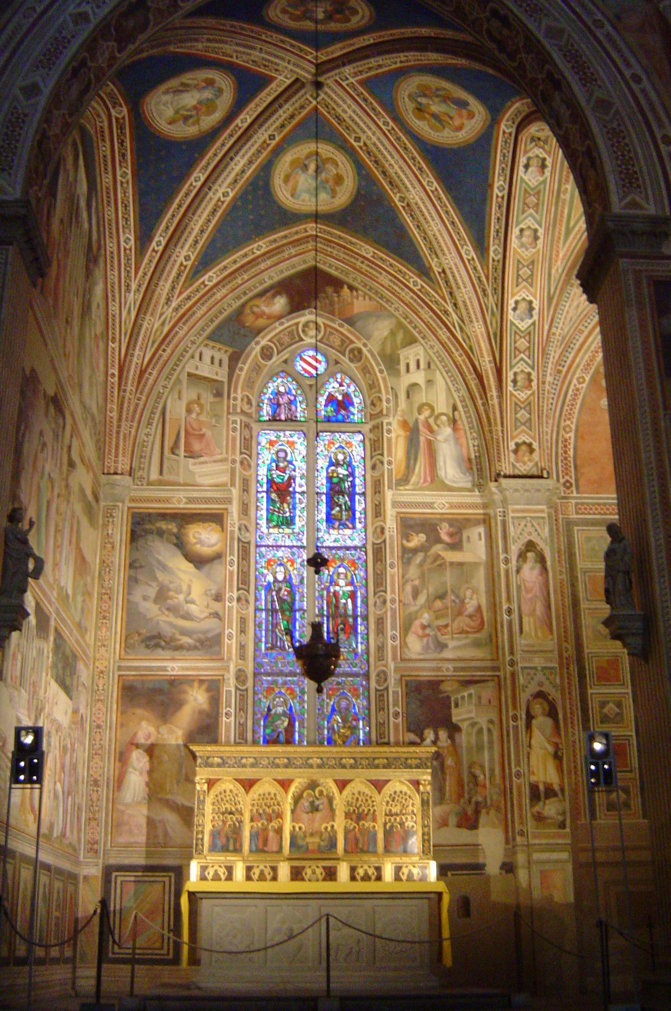 Dentro de Santa Croce