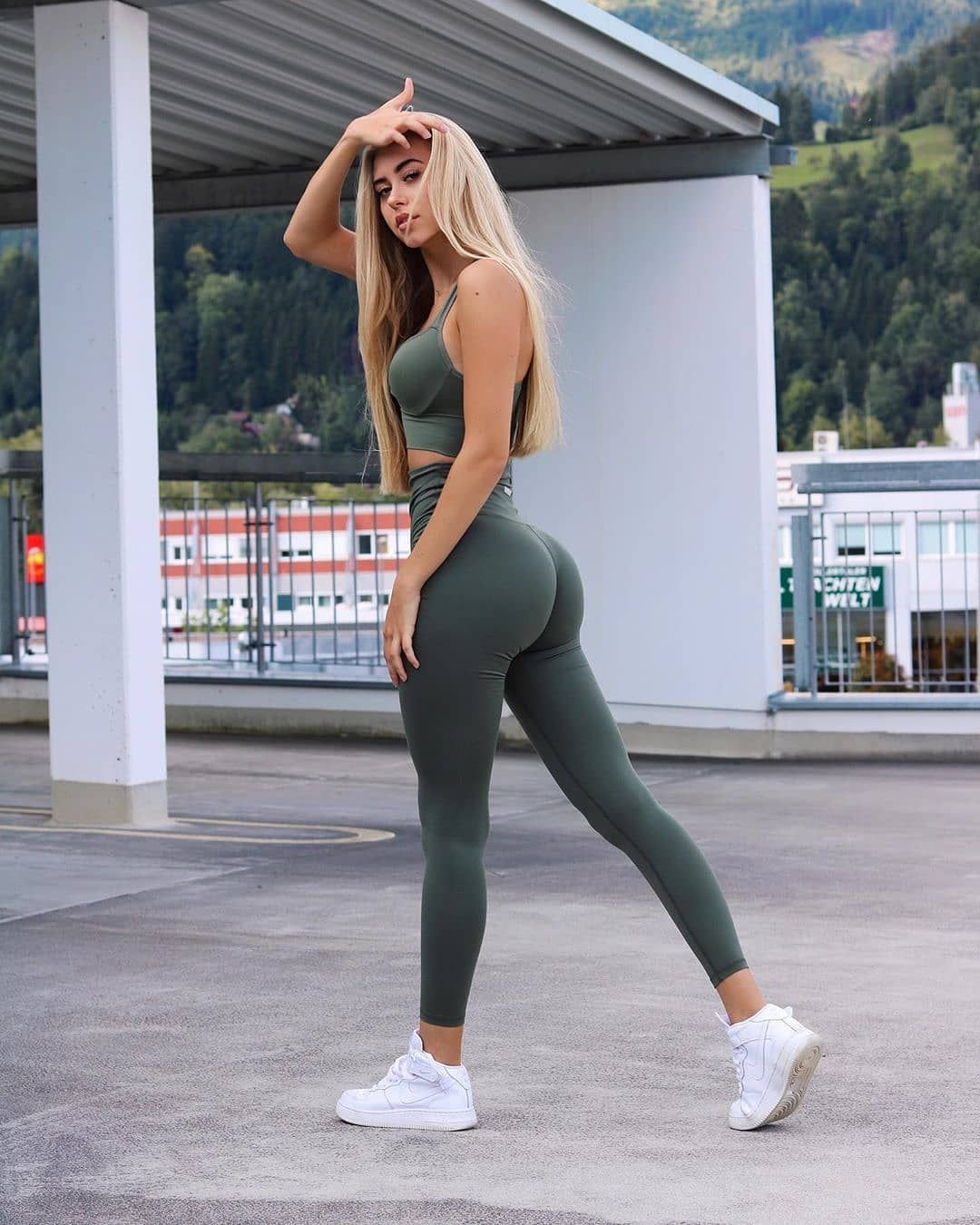 äRsche In Leggins