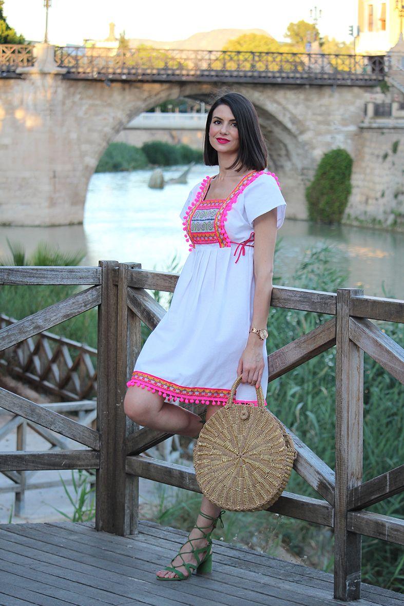 b81d9fa1d Vestido étnico con pompones