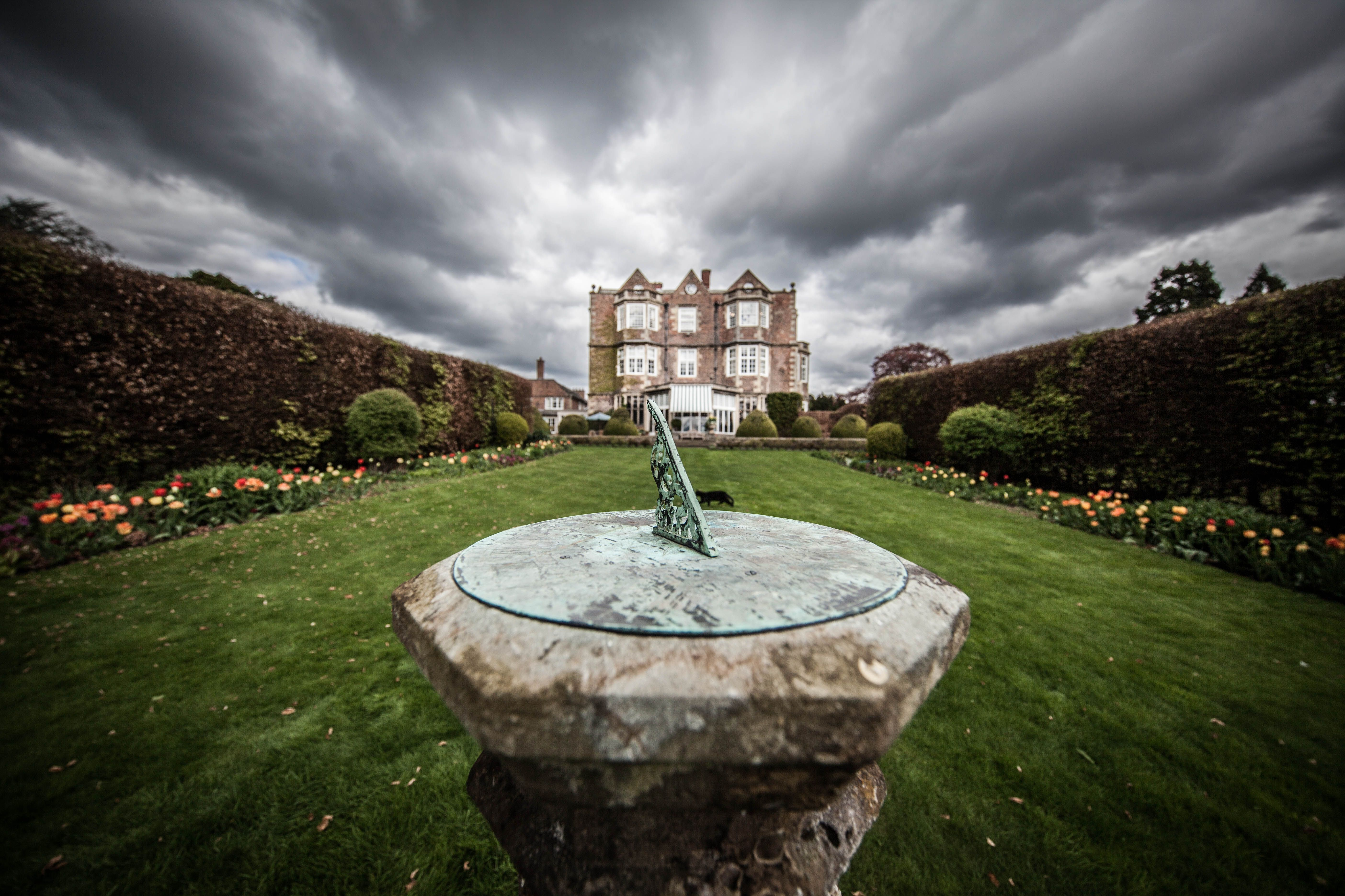 Princess Mary S Sundial In The English Country Gardens Sundial English Country Gardens Country Gardening