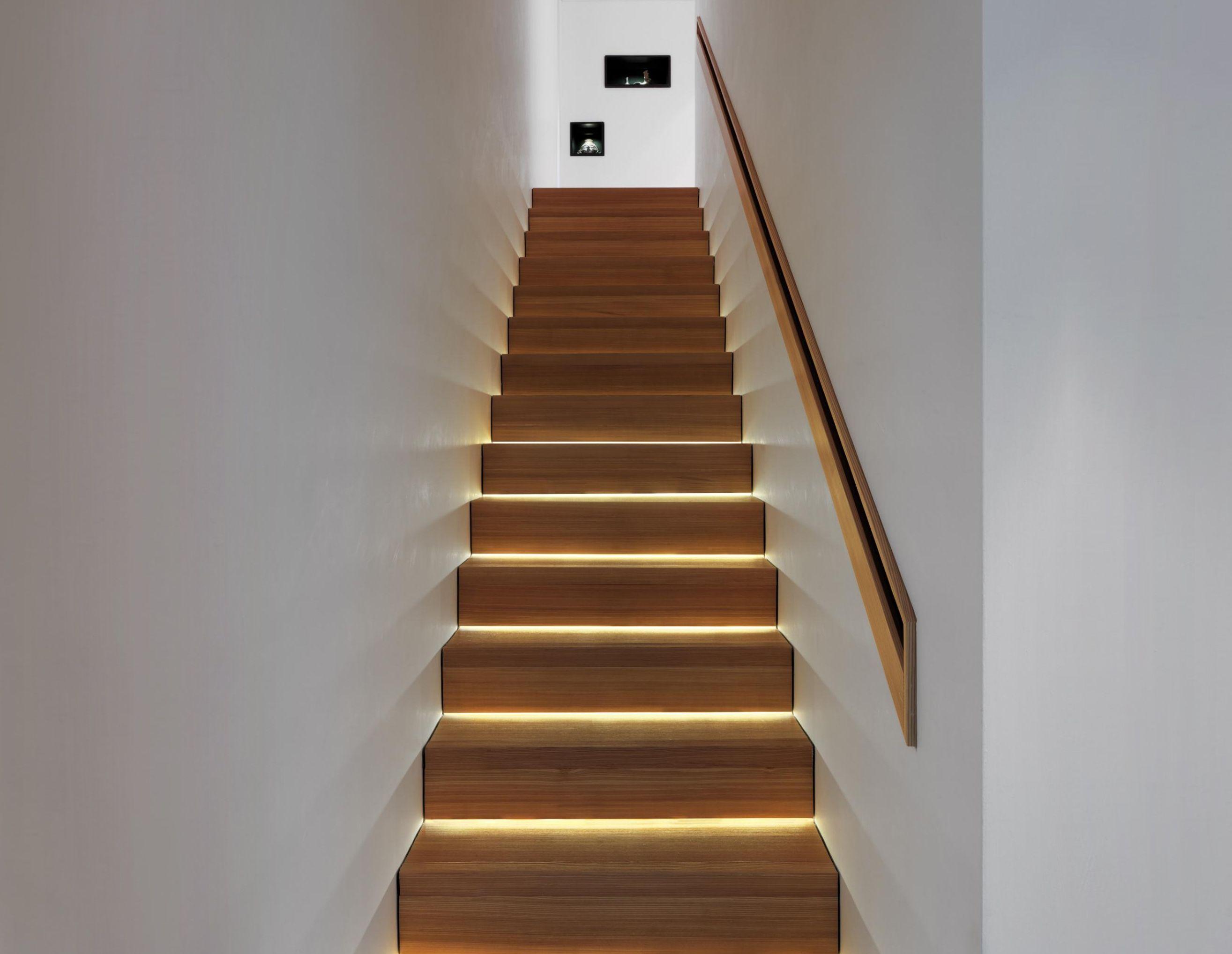 Trap Opknappen Ideeen : Huis onder trap schuivende kasten onder trapkast trap house
