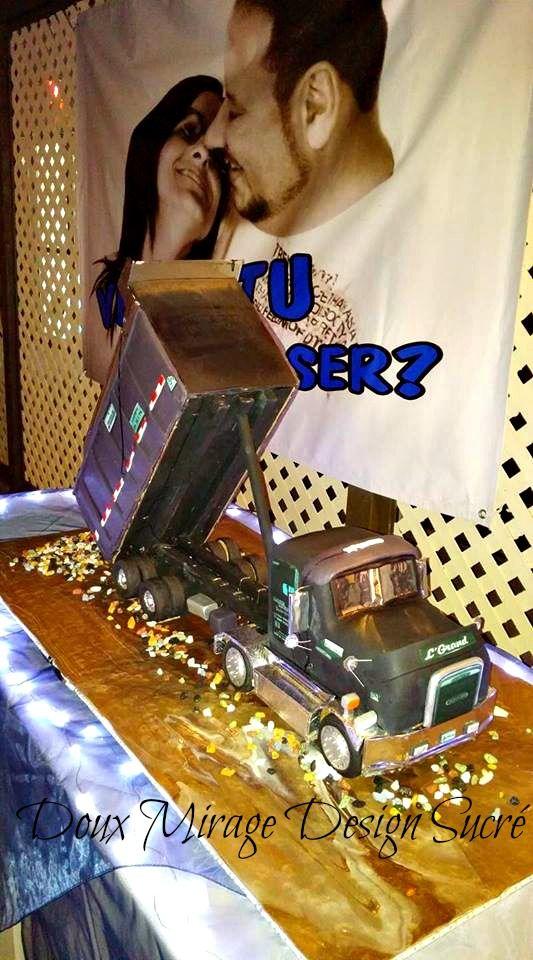 Gâteau camion Benne 3D pour le mariage de Diane & Martin , reproduction du camion du marié le gâteau fait 29'' de long 9'' de hauteur et 8'' de largeur