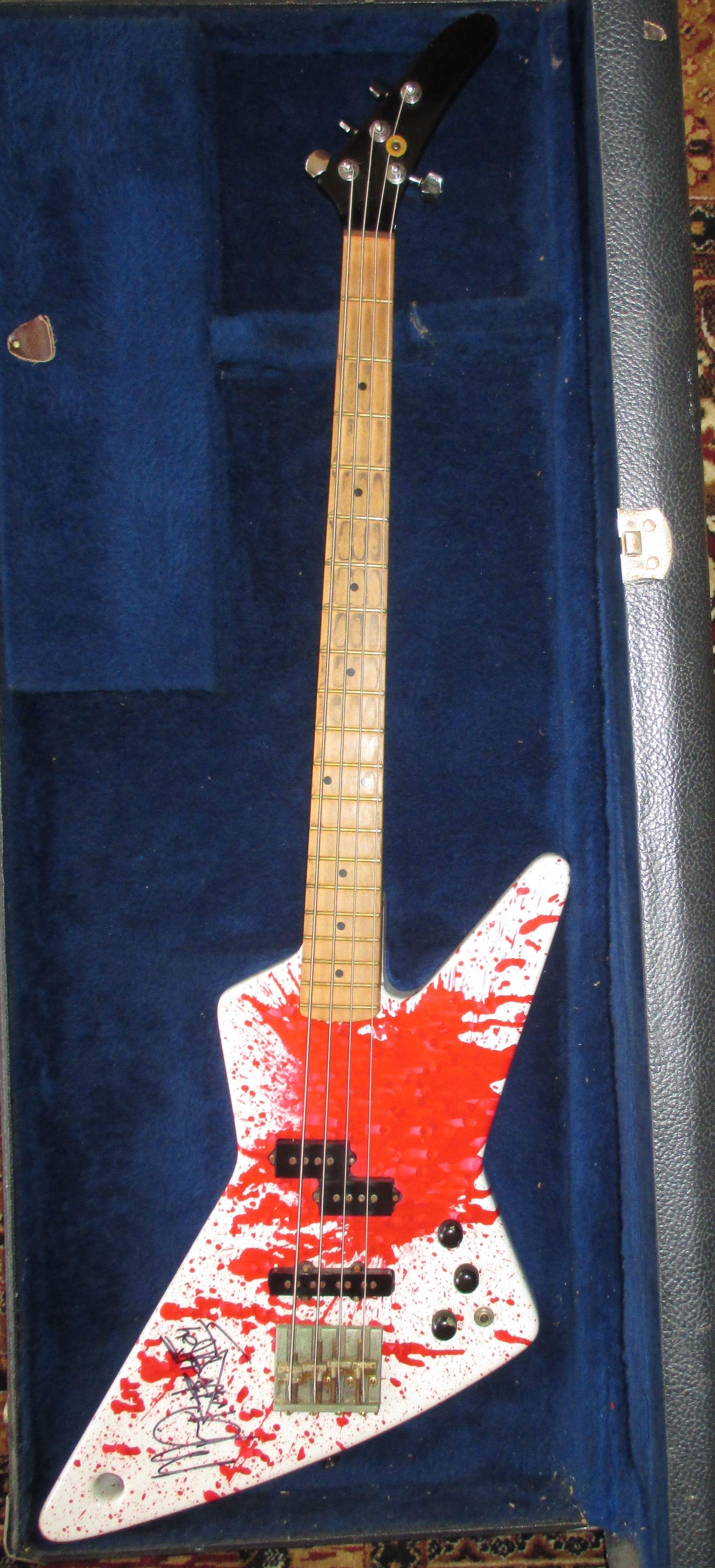 Full Shot Front Note Michael S Autograph Bass Guitar Guitar Bass