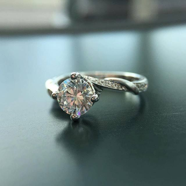 A simple yet timeless #engagementring!  #weddingring #wedding #bride #bridal #diamondhut #diamondring  Diamondhut.com